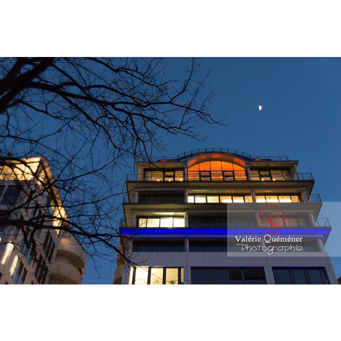 Immeuble de nuit, Tiergarten, Berlin / Allemagne - Réf : VQALL_BL-0142 (Q3)