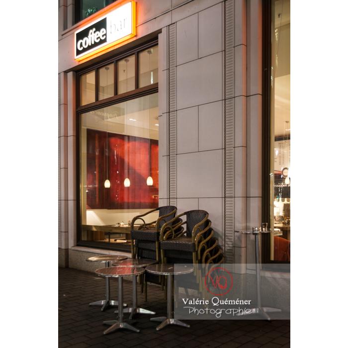 Café près de Potsdamer Platz, Berlin / Allemagne - Réf : VQALL_BL-0149 (Q3)