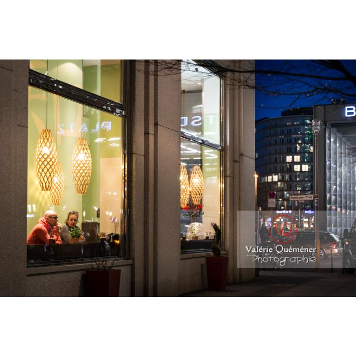 Café près de Potsdamer Platz, Berlin / Allemagne - Réf : VQALL_BL-0154 (Q3)