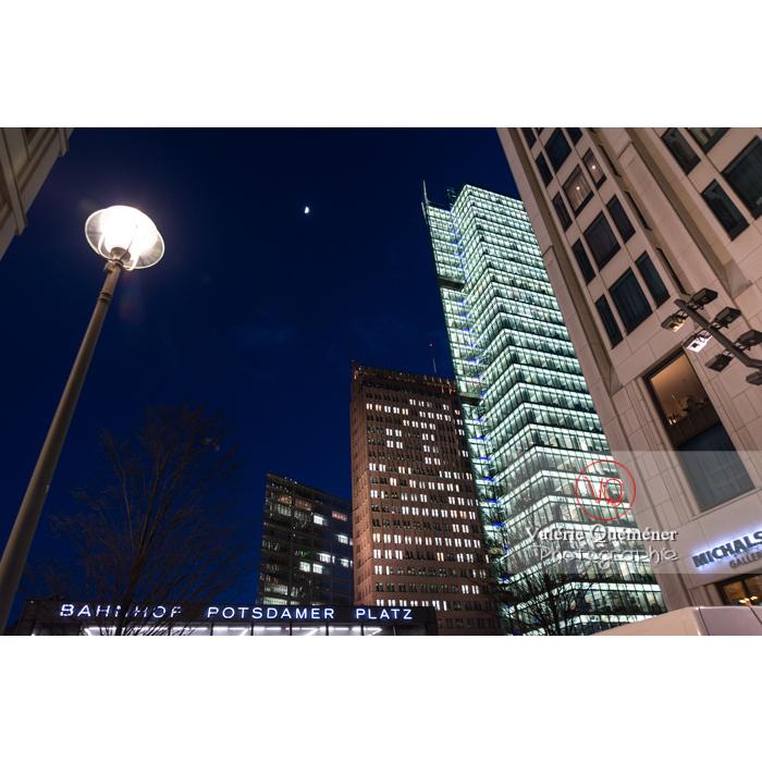 Immeubles de bureaux de nuit, Potsdamer Platz, Berlin / Allemagne - Réf : VQALL_BL-0155 (Q3)