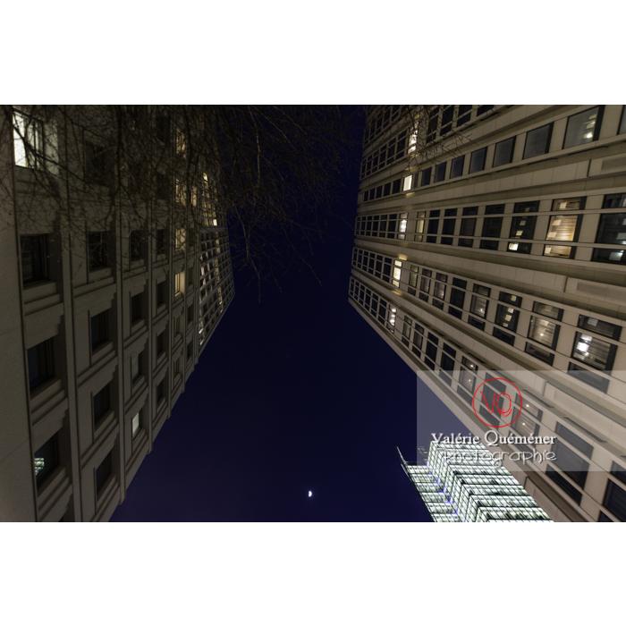 Immeubles de nuit, Inge-Beisheim-Platz, Berlin / Allemagne - Réf : VQALL_BL-0156 (Q3)
