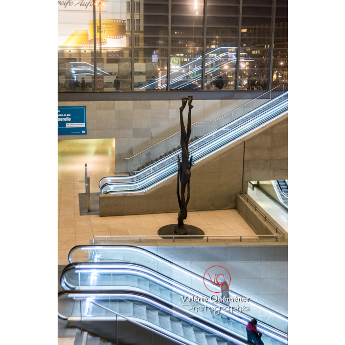 Sculpture Giordano Bruno dans la station de métro / Bahnhof de Potsdamer Platz - Réf : VQALL_BL-0159 (Q3)