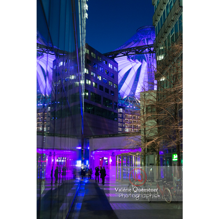 Sony Center de nuit, Potsdamer Platz, Berlin / Allemagne - Réf : VQALL_BL-0161 (Q3)