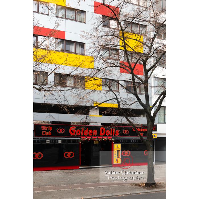 Façade d'immeuble colorée de jaune et rouge, Berlin / Allemagne - Réf : VQALL_BL-0179 (Q3)