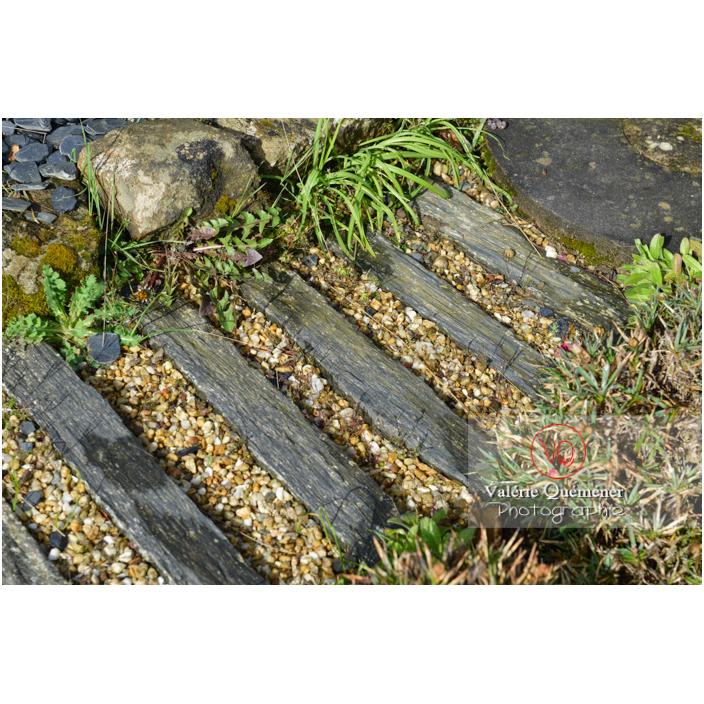 Sol de l'allée avec des traverses en bois - Réf : VQF&J-13155 (Q3)