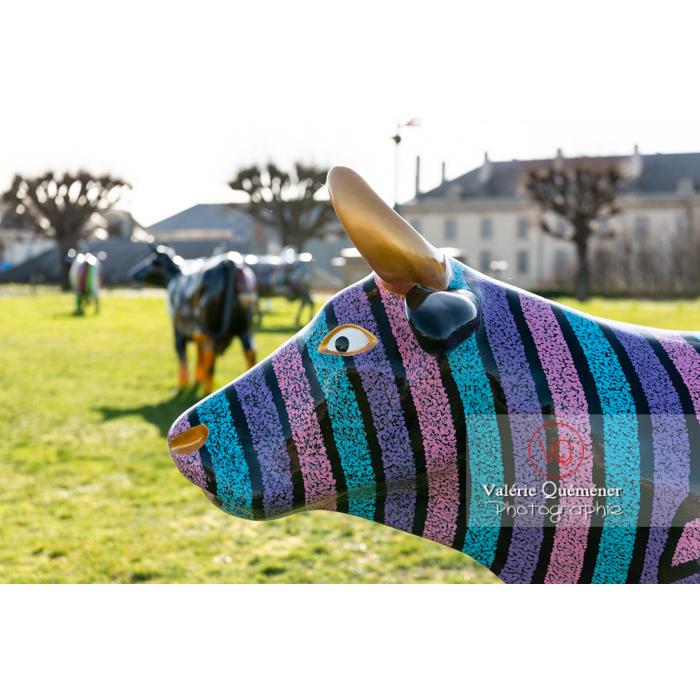 Sculpture de vache de Sophie Artinian pour la Cow Parade à Moulins / Allier / Auvergne-Rhône-Alpes - Réf : VQFR03-0311 (Q3)