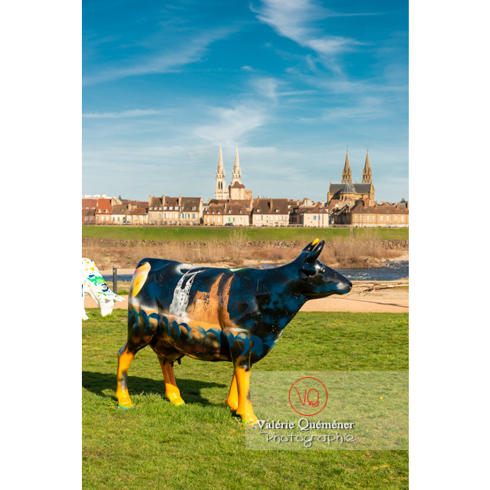 Sculpture de vache pour la Cow Parade à Moulins / Allier / Auvergne-Rhône-Alpes - Réf : VQFR03-0319 (Q3)