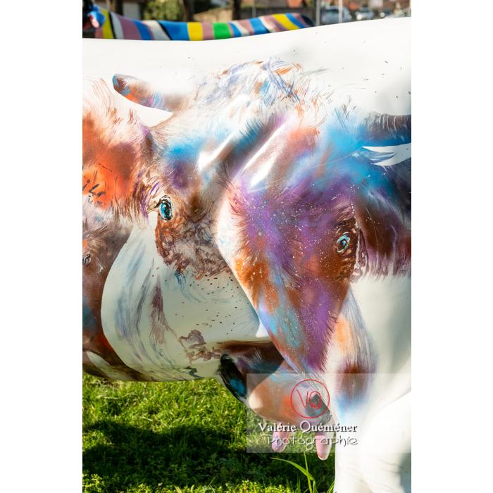 Détail de la sculpture de vache 'Mise en abymes' de Didier Brot pour la Cow Parade à Moulins / Allier / Auvergne-Rhône-Alpes - Réf : VQFR03-0327 (Q3)