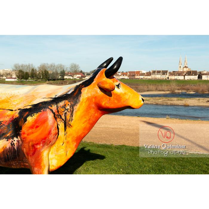 Sculpture de vache pour la Cow Parade à Moulins / Allier / Auvergne-Rhône-Alpes - Réf : VQFR03-0332 (Q3)