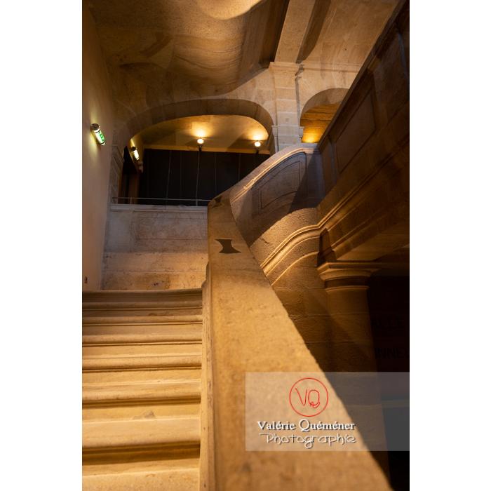 Escalier du Centre National du Costume de Scène (MH), musée dédié à la mode / Moulins / Allier / Auvergne-Rhône-Alpes - Réf : VQFR03-0344 (Q3)