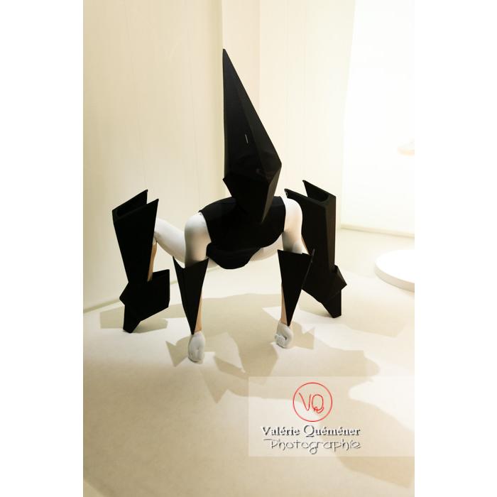 Costumes en forme d'origamis par Gareth Pugh pour Carbon Life de Wayne McGregor, Royal Ballet Londres, 2012 - Réf : VQFR03-0347 (Q3)