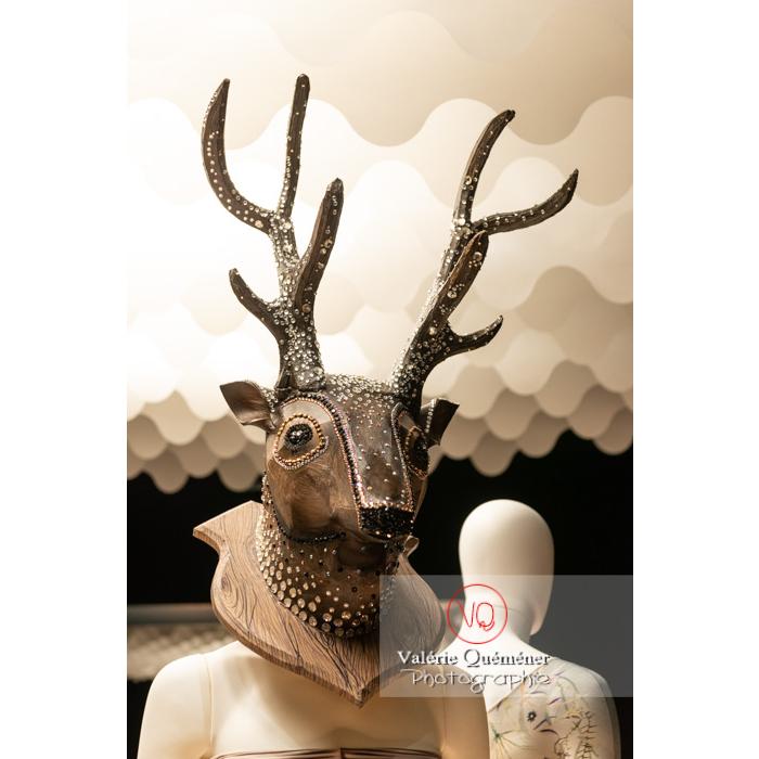 Tête de cerf de on aura tout vu pour L'enfant et les sortilèges de Jeroen Verbruggen, Ballet Monte-Carlo, 2016 - pour Casse-Noisette Circus de Jean-Christophe Maillot, Ballet Monte-Carlo, 1999 - Réf : VQFR03-0369 (Q3)