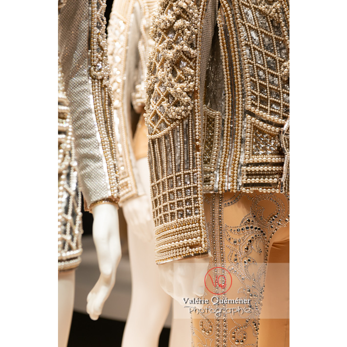 Détail de la veste du costume homme en perle d'Olivier Rousteing / Balmain pour Renaissance de Sébastien Bertaud, Opéra National de Paris, 2017 - Réf : VQFR03-0372 (Q3)