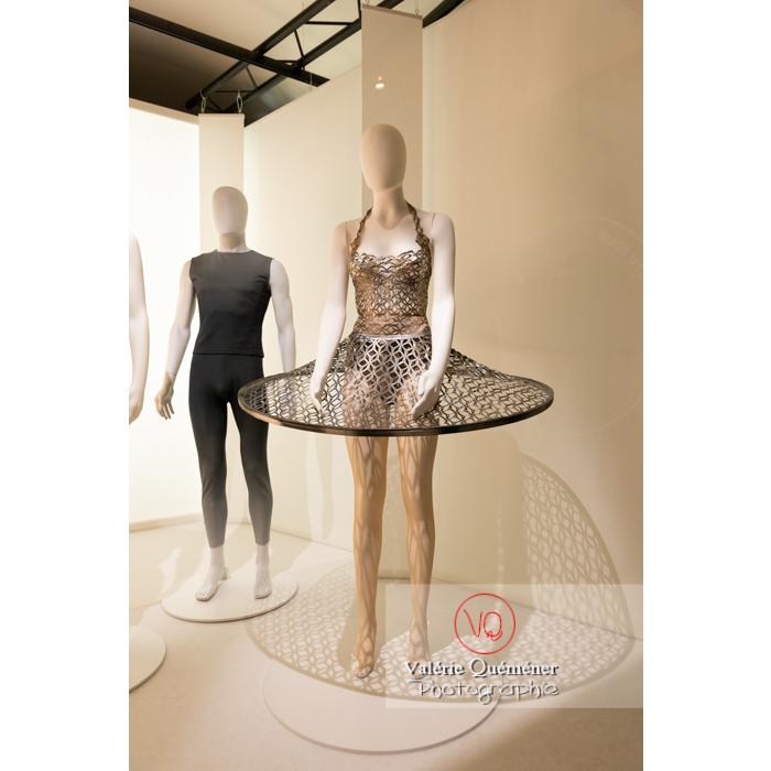 Costumes d'Iris Van Herpen pour Benjamin Millepied - Réf : VQFR03-0401 (Q3)