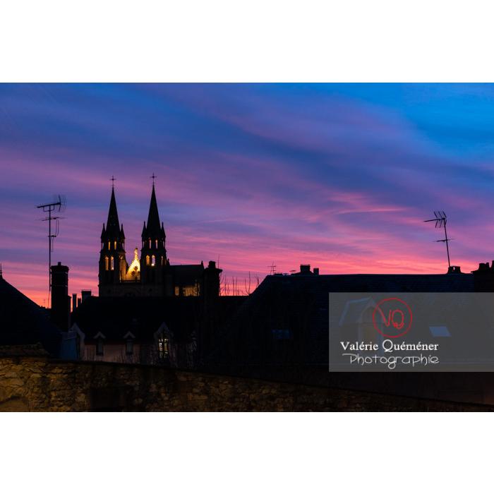 Coucher de soleil sur l'église du Sacré-Cœur à Moulins / Allier / Auvergne-Rhône-Alpes - Réf : VQFR03-0436 (Q3)