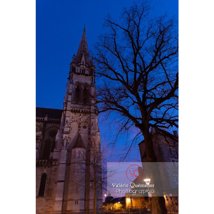 Cathédrale Notre-Dame de l'Annonciation à Moulins, entre chien et loup / Allier / Auvergne-Rhône-Alpes - Réf : VQFR03-0442 (Q3)