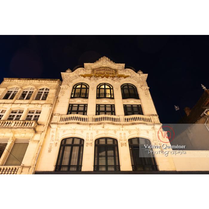 Bâtiment art nouveau des Nouvelles Galeries à Moulins / Allier / Auvergne-Rhône-Alpes - Réf : VQFR03-0448 (Q3)