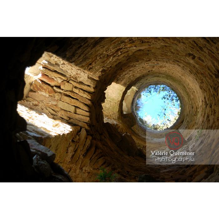 Tour du château de Saissac en Pays Cathare / Aude / Occitanie - Réf : VQFR11-0099 (Q1)