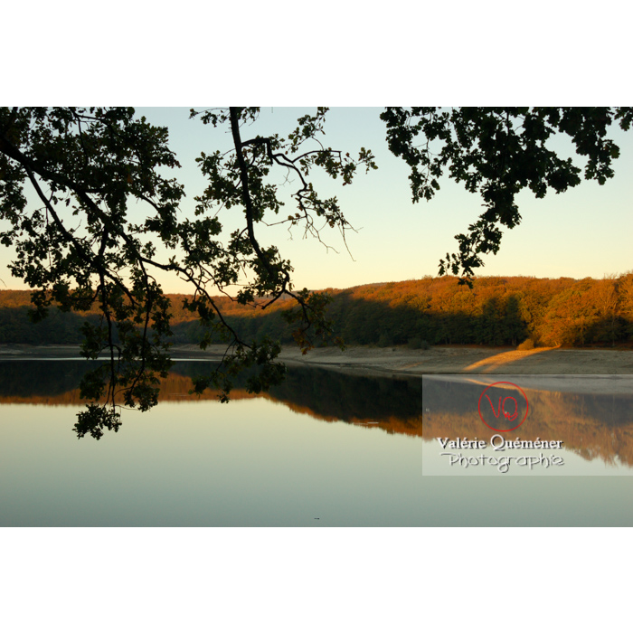 Étang près du village de Saissac, en Pays Cathare / Aude / Occitanie - Réf : VQFR11-0134 (Q1)