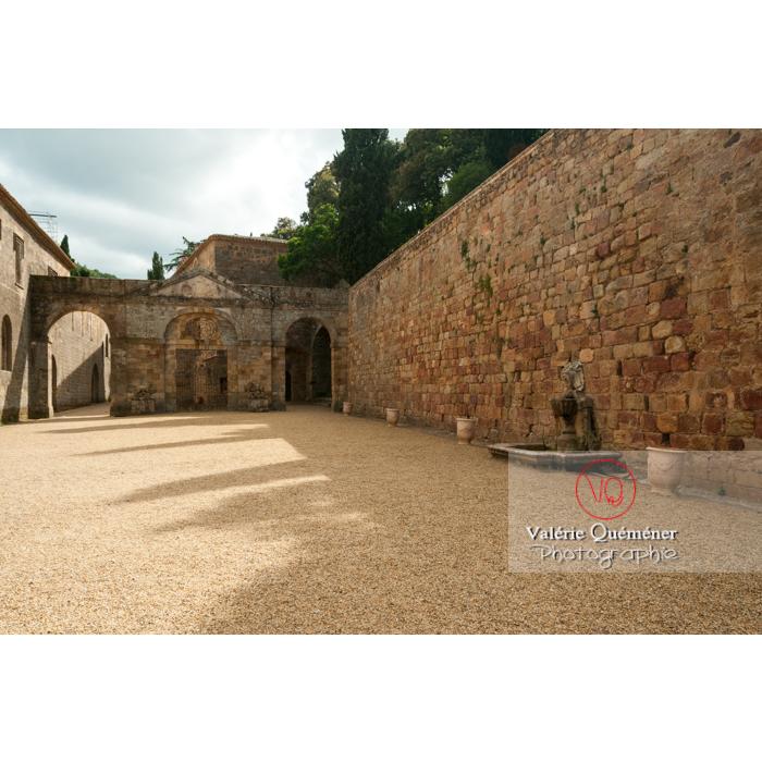 Cour d'honneur de l'Abbaye de Fontfroide (MH) / Aude / Occitanie - Réf : VQFR11-0180 (Q2)