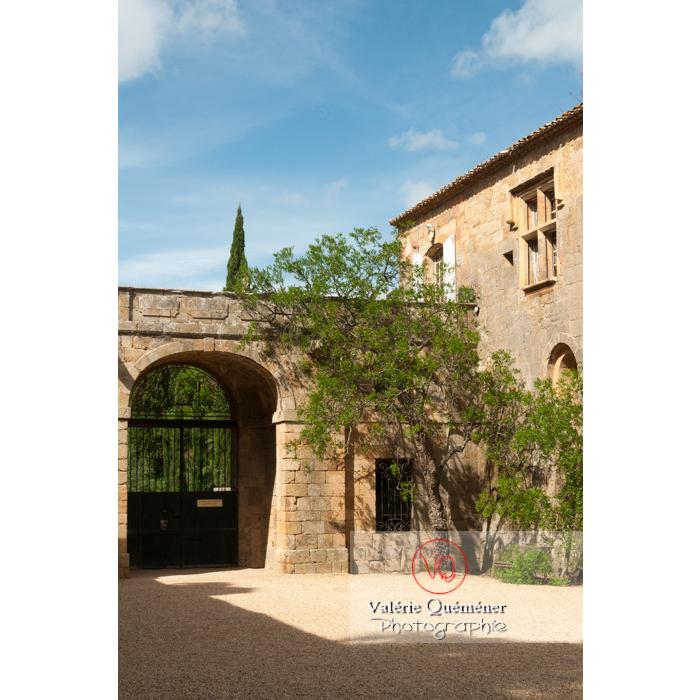 Entrée de l'Abbaye de Fontfroide (MH) / Aude / Occitanie - Réf : VQFR11-0182 (Q2)