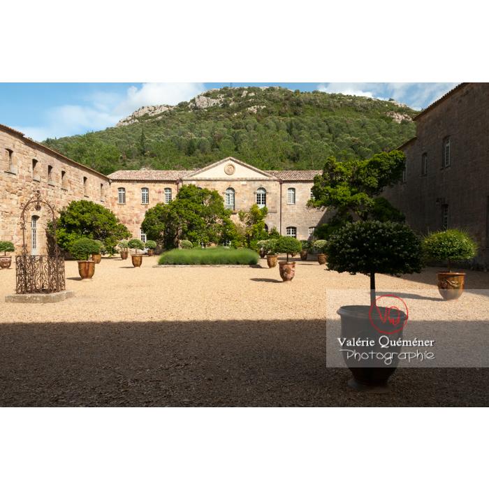Cour de travail ou cour Louis XIV de l'Abbaye de Fonfroide / Aude / Occitanie - Réf : VQFR11-0186 (Q3)