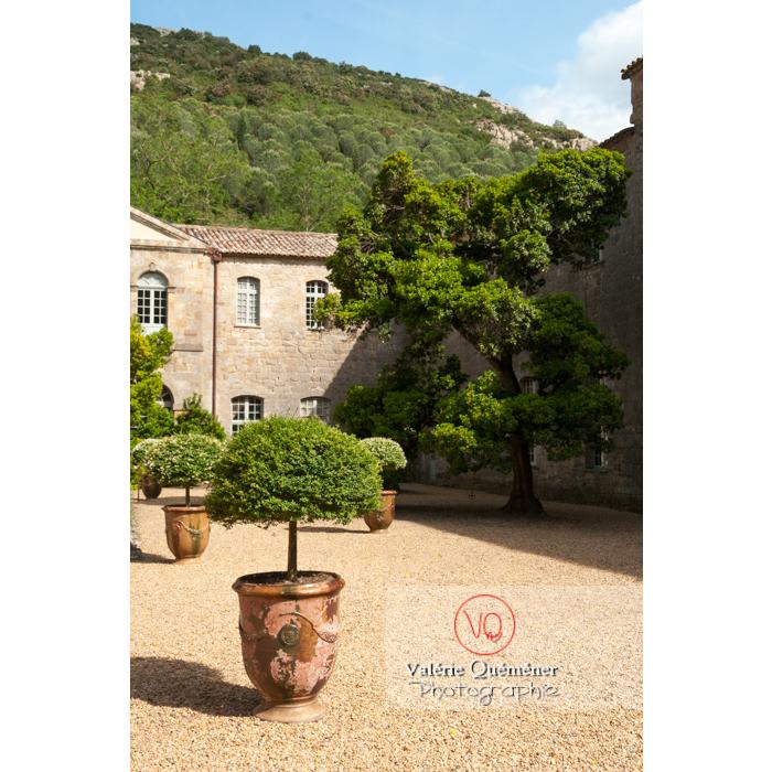 Cour de travail ou cour Louis XIV de l'Abbaye de Fontfroide (MH) / Aude / Occitanie - Réf : VQFR11-0188 (Q2)