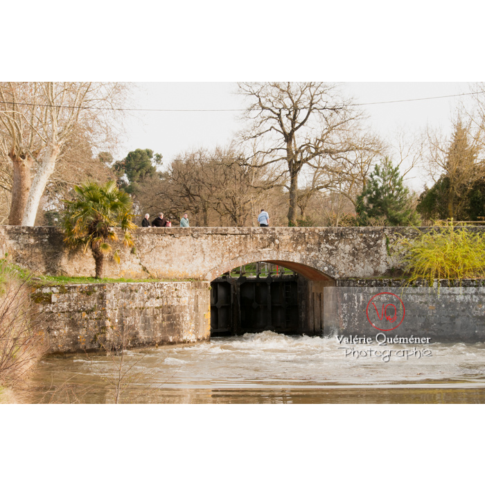 Écluse de la méditerranée proche du seuil de Naurouze, sur le canal du Midi, commune de Montferrand / Aude / Occitanie - Réf : VQFR11-0304 (Q2)
