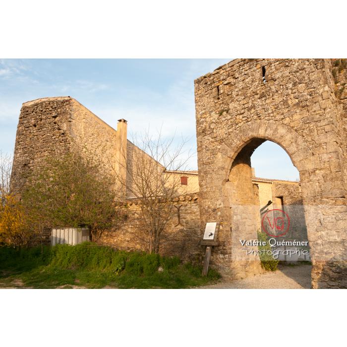 Porte fortifiée du XIVe siècle au village de Montferrand / Aude / Occitanie - Réf : VQFR11-0308 (Q2)