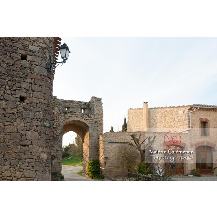 Porte fortifiée du XIVe siècle au village de Montferrand / Aude / Occitanie - Réf : VQFR11-0312 (Q2)