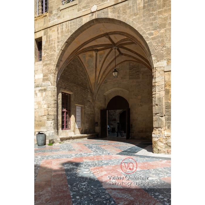 Cour intérieure du palais des archevêques, à Narbonne - Réf : VQFR11-0440 (Q3)