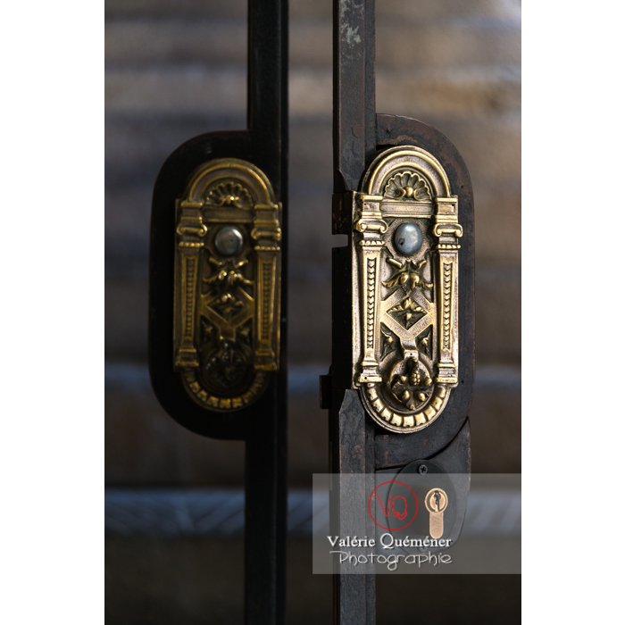 Détail poignée de porte au palais des archevêques, à Narbonne / Aude / Occitanie - Réf : VQFR11-0452 (Q3)