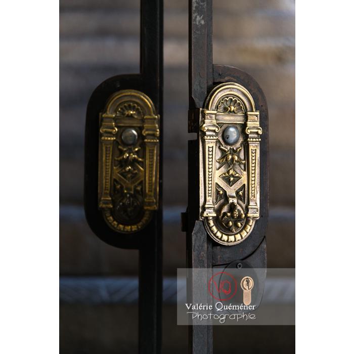 Détail poignée de porte au palais des archevêques, à Narbonne - Réf : VQFR11-0452 (Q3)