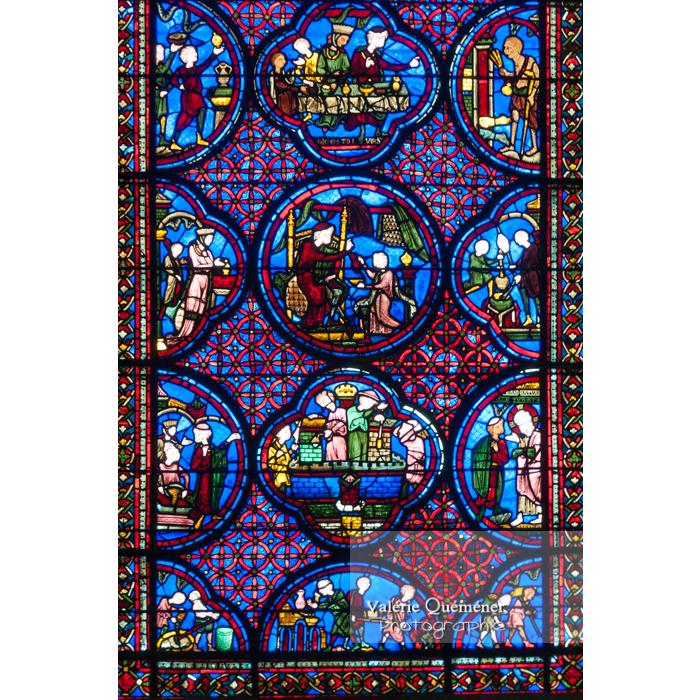 Détail d'un vitrail de la cathédrale Saint-Étienne de Bourges / Cher - Réf : VQFR18-0001 (Q2)