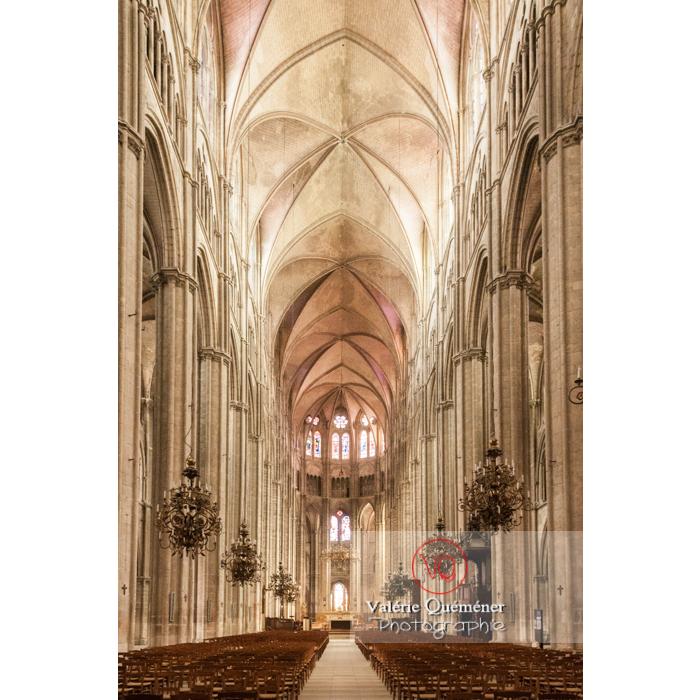 Nef centrale de la cathédrale Saint-Étienne de Bourges / Cher - Réf : VQFR18-0004 (Q2)