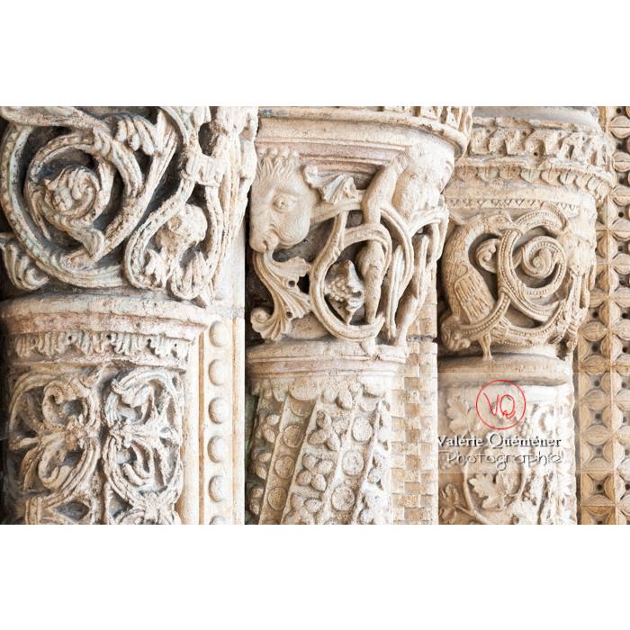 Détail sculpture colonnes de la cathédrale Saint-Étienne de Bourges / Cher - Réf : VQFR18-0006 (Q2)