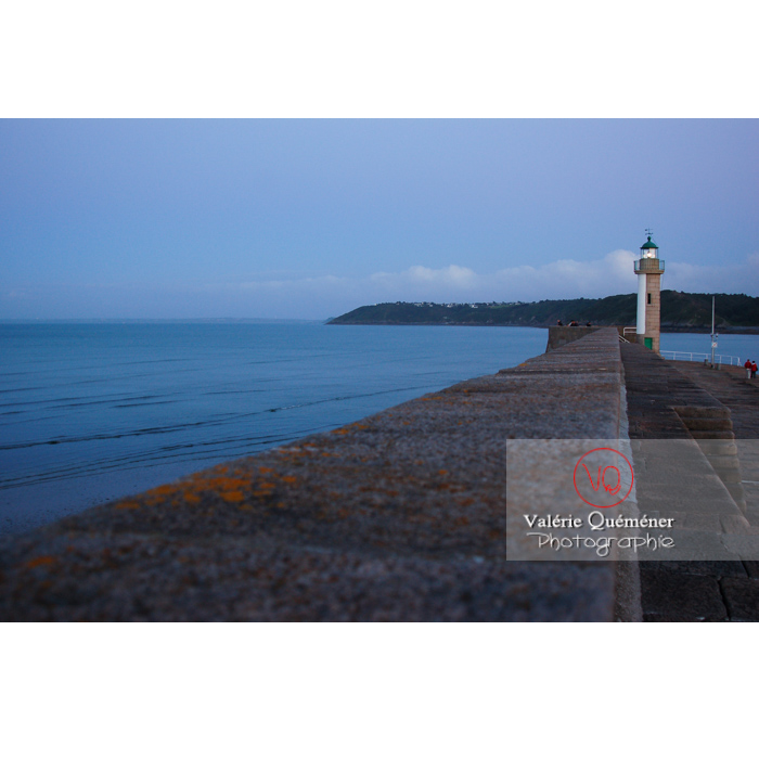 Phare du port de Binic au crépuscule / Côtes d'Armor / Bretagne - Réf : VQFR22-0153 (Q1)