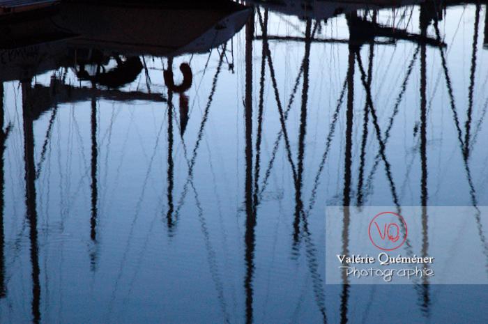 Port de Binic au crépuscule / Côtes d'Armor / Bretagne - Réf : VQFR22-0156 (Q1)