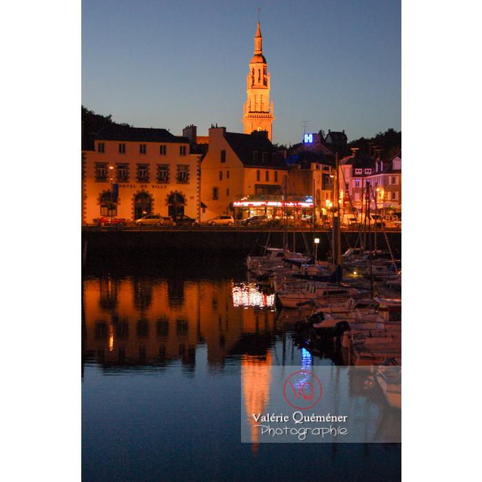 Reflet dans le port de Binic, à la tombée de la nuit / Côtes d'Armor / Bretagne - Réf : VQFR22-0158 (Q1)