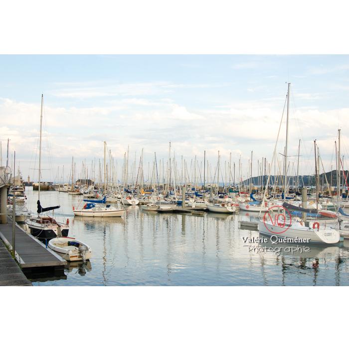 Port de Binic à marée haute de fort coefficient / Côtes d'Armor / Bretagne - Réf : VQFR22-0184 (Q1)