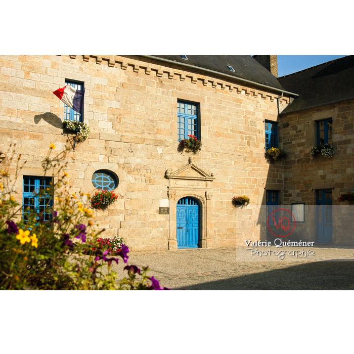 Hôtel de ville et ancien hôtel Kerjegu à Moncontour / Côtes d'Armor / Bretagne / Réf : VQFR22-0247 (Q1)