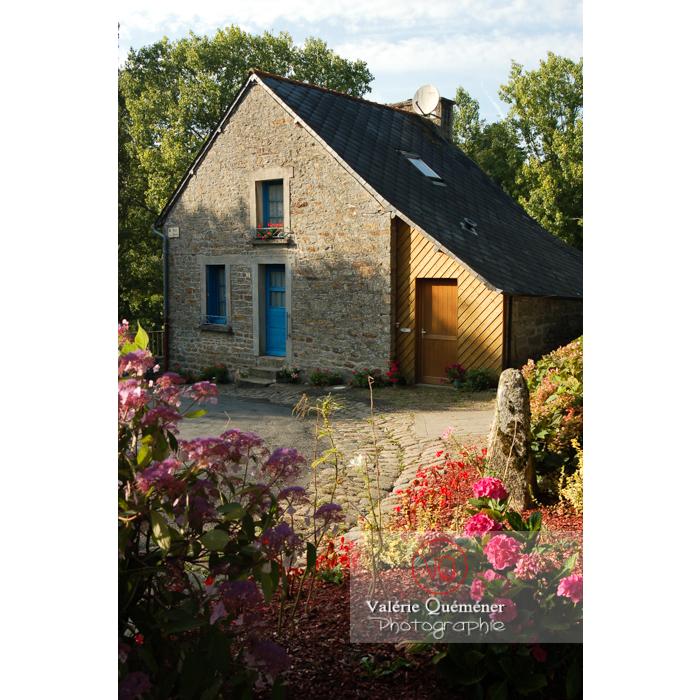 Maison en pierre et façade du garage en bois / Côtes d'Armor / Bretagne - Réf : VQFR22-0250 (Q1)