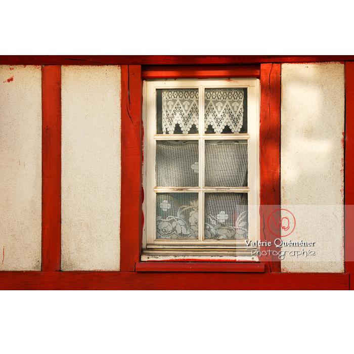 Détail de façade de maison à Moncontour / Côtes d'Armor / Bretagne / Réf : VQFR22-0252 (Q1)