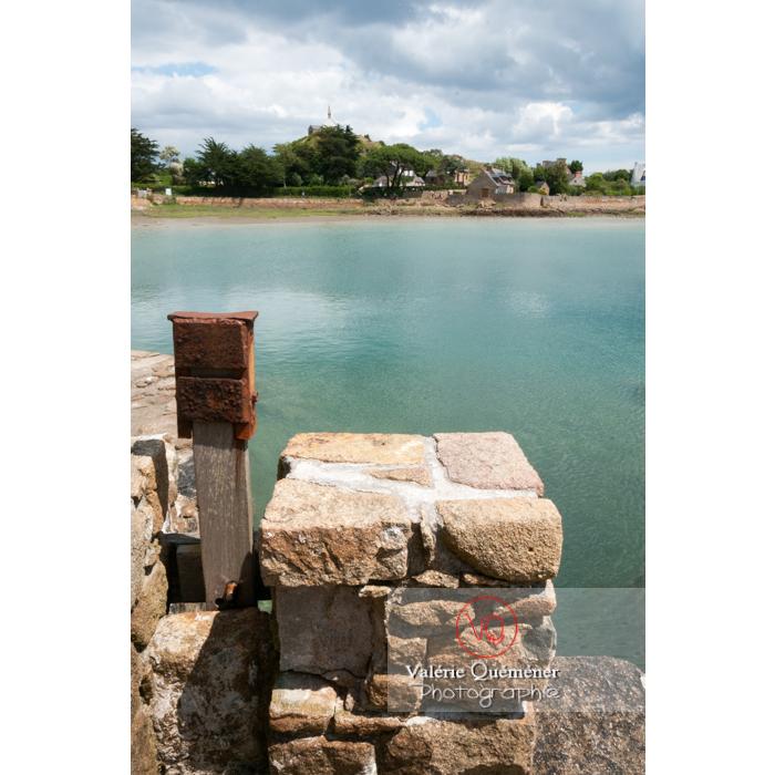 Retenue d'eau par le moulin à marée du Birlot (MH) sur l'île de Bréhat / Côtes d'Armor / Bretagne - Réf : VQFR22-0393 (Q2)
