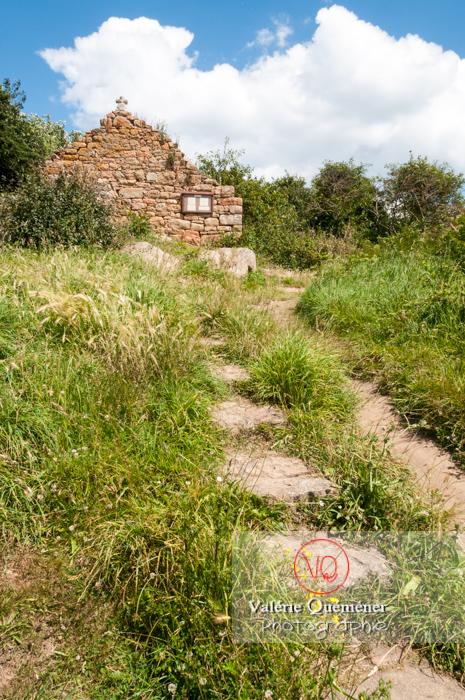 Chapelle sur l'île de Bréhat / Côtes d'Armor / Bretagne - Réf : VQFR22-0414 (Q2)
