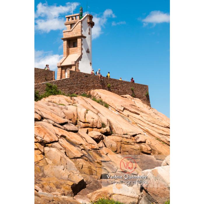 Phare du Paon sur l'île de Bréhat / Côtes d'Armor / Bretagne - Réf : VQFR22-0419 (Q2)