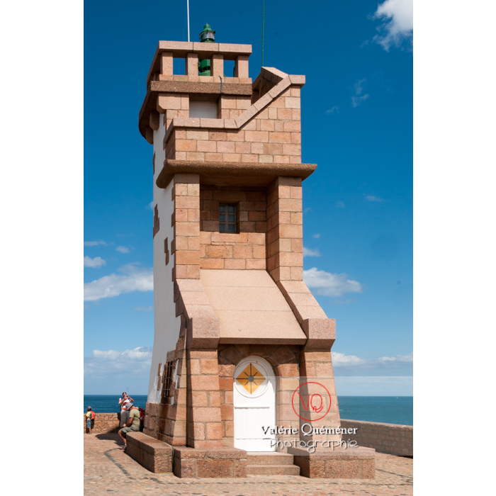 Phare de Paon sur l'île de Bréhat / Côtes d'Armor / Bretagne - Réf : VQFR22-0423 (Q2)