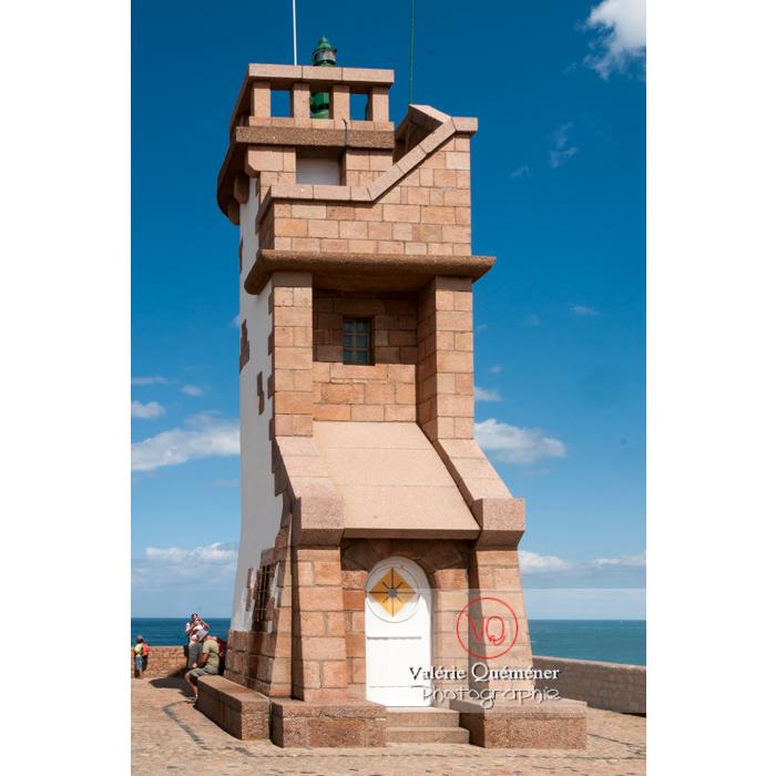 Phare du Paon sur l'île de Bréhat / Côtes d'Armor / Bretagne - Réf : VQFR22-0423 (Q2)