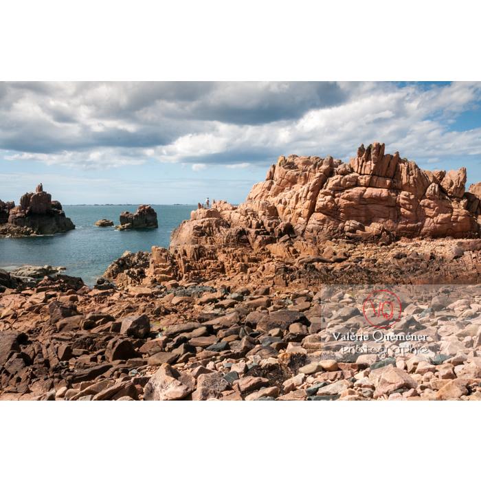 Plage de granit rose sur l'île de Bréhat / Côtes d'Armor / Bretagne - Réf : VQFR22-0424 (Q2)