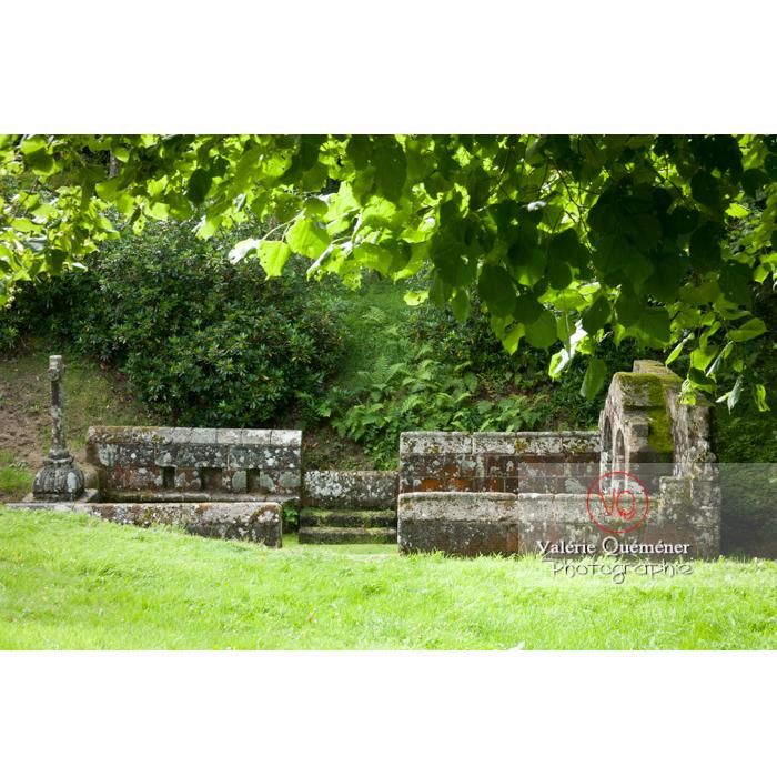 Fontaine des 7 saints à Bulat-Pestivien / Côtes d'Armor / Bretagne - Réf : VQFR22-0467 (Q2)